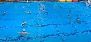 Una imagen el partido celebrado este domingo en la piscina del Horta