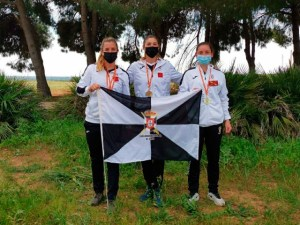 Las tres integrantes del equipo femenino de la COMGECEU