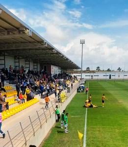 Jugadores del San Roque celebran uno de los goles ante el público lepero