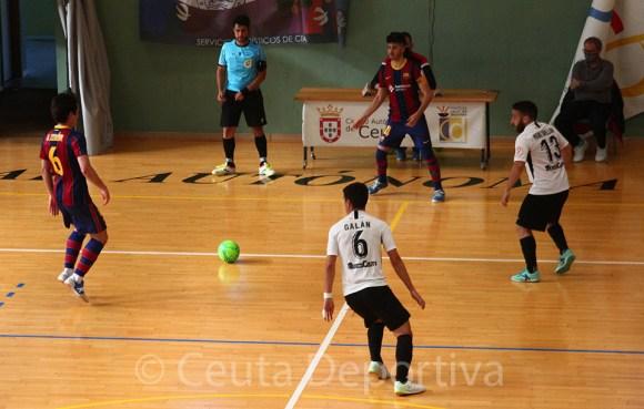 Rubén y Manu Orellana presionan la salida de balón del filial barcelonista