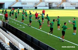jugadores de la AD Ceuta FC, durante su primer entrenamiento de la pretemporada