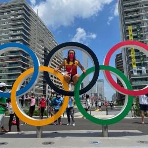 Isa Contreras, en una divertida foto con los aros olímpicos de Tokio
