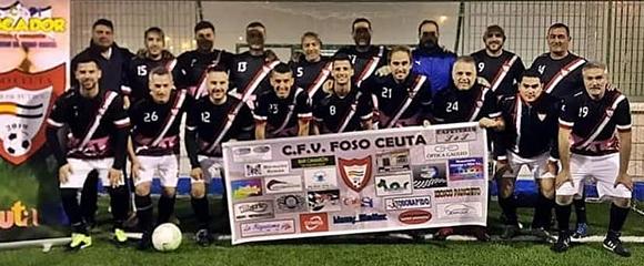 Una formación de los veteranos del Foso Ceuta