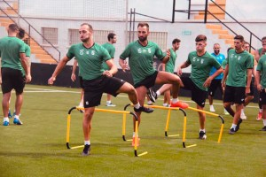 Jugadores del Ceuta, ejercitándose este jueves en el estadio Alfonso Murube