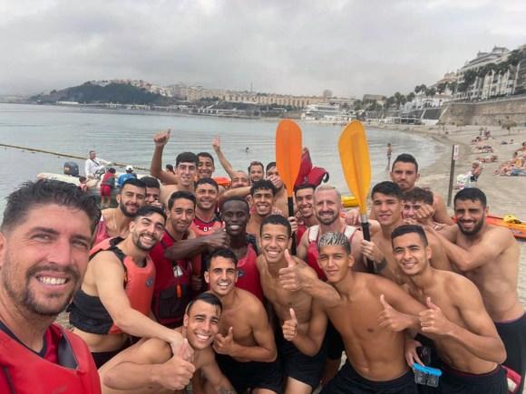 El filial del Ceuta ha disfrutado de una actividad de kayak de mar