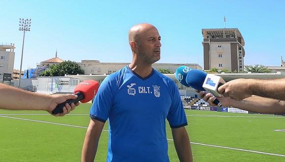Chus Trujillo, atendiendo a los medios tras el entrenamiento de este sábado