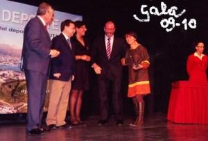 Víctor, a la izquierda, durante la entrega de premio de la Gala del Deporte 2009-2010