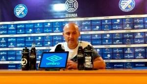 Chus Trujillo, este domingo en rueda de prensa en el estadio Chapín