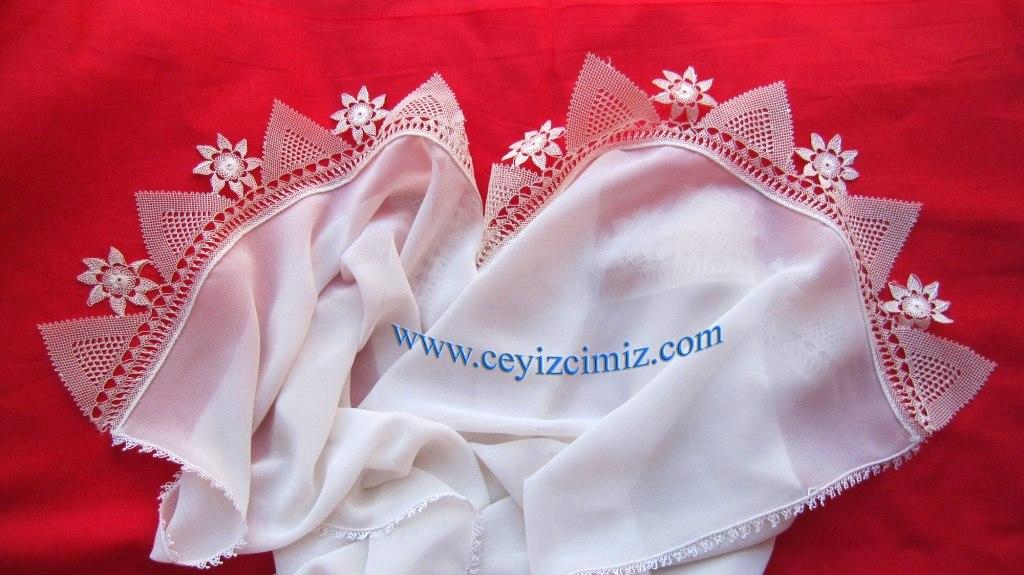 İğne oyası mevlüt örtüsü, çeyiz ve hediyelik için idealdir.