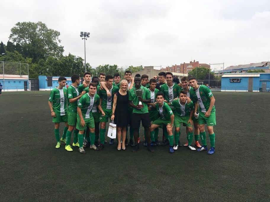 @ue_cornella gana la XII edición del tras ganar 2-0 a @cfaespluguenc ENHORABUENA . 👏🏼Gracias a todos los equipos y aficionados por asistir al torneo, nos vemos el próximo año ⚽️ @ajesplugues