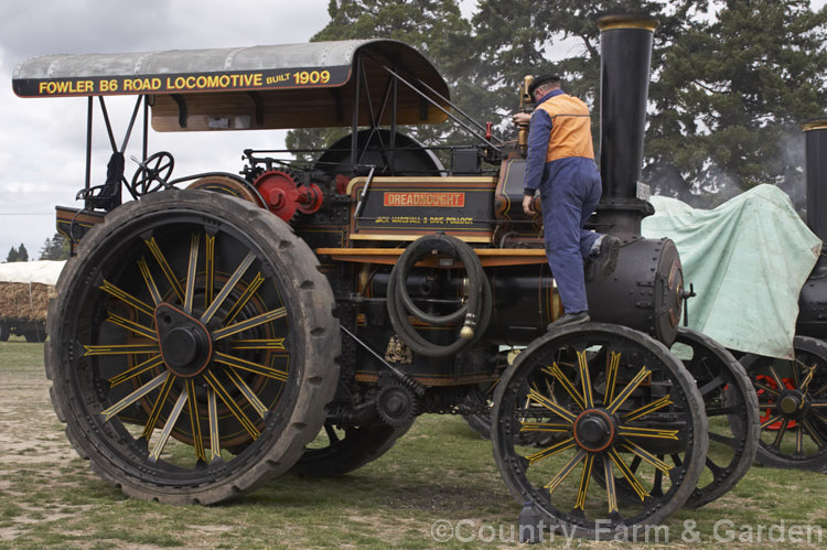 Fowler Traction Engine Pictures