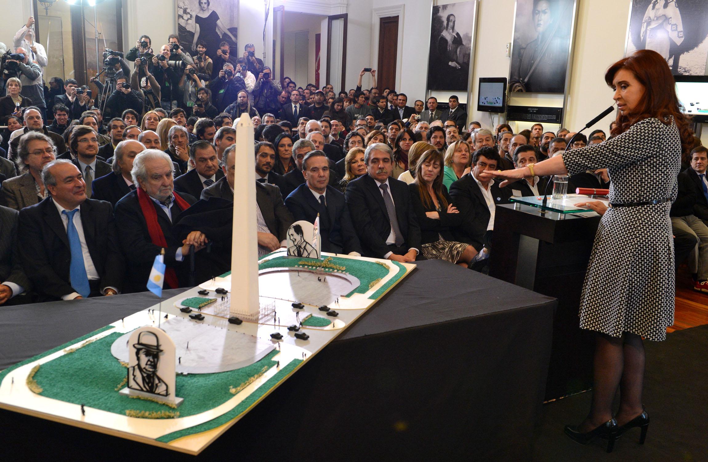 Homenaje de Cristina Kirchner a Pern e Yrigoyen