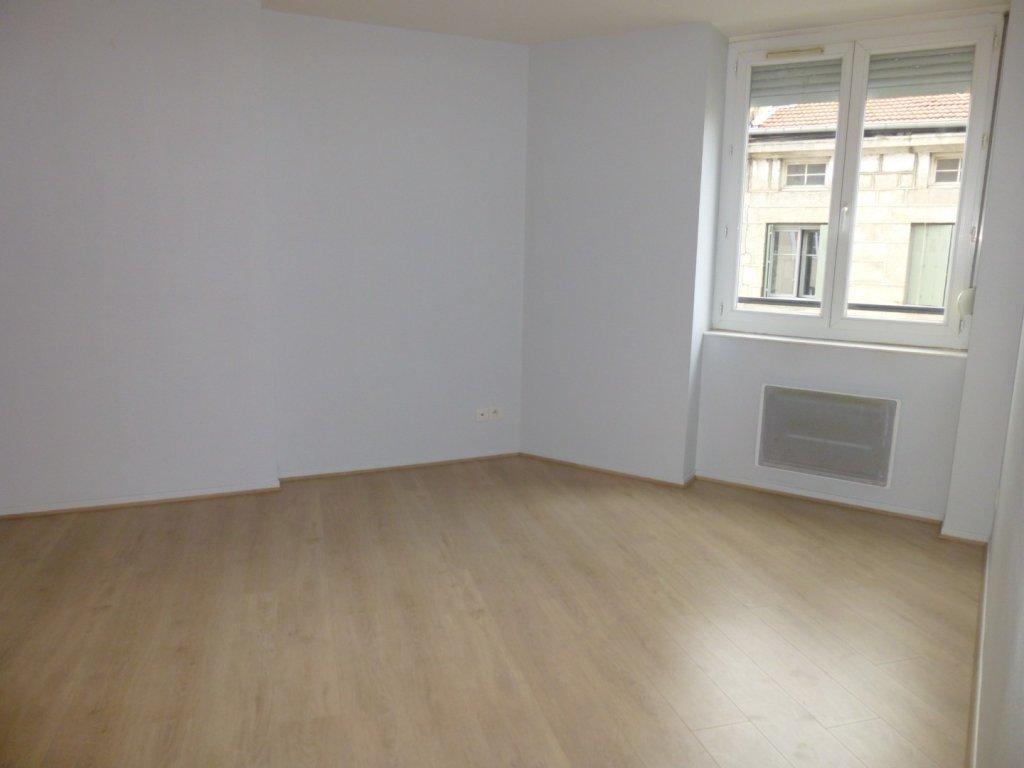 APPARTEMENT T3 A LOUER  SAINT ETIENNE HYPER CENTRE  55 m2  420  charges comprises par mois
