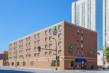 Holiday Inn Express & Suites Downtown- Tourist Class