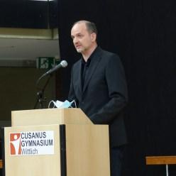 Herr Hansen während seiner Ansprache, stellvertretend für das Kollegium