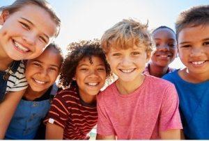 """荷兰荣升""""全世界最幸福""""国家排行第五!孩子们很幸福,成年人更快乐! happy children 300x203"""