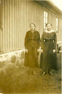 Systrarna Mathilda och Maria Nilsdotter på Vanstad 27