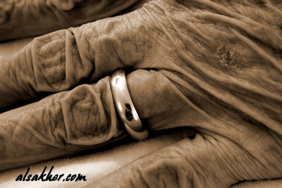 old hand pain ring