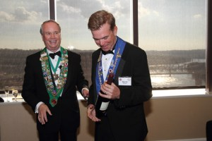 Bailli George Elliott presents bottle of Kosta Brown to Vice Chancelier-Argentier Honoraire Dave Szkutak