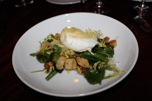 Poached egg and haricot vert salad