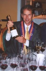 Professionnel du Vin Alvin Feldman with his reward