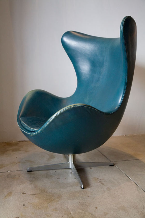Vintage Arne Jacobsen Egg Chair In Original Bluish Leather