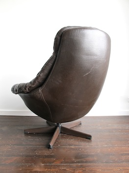 Leather Swivel Egg Chair by HW Klein for Bramin Mobler