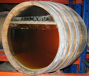 Barrique de vin jaune avec voile de levures apparent