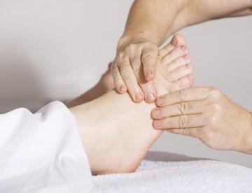foot massage, foot pain, massage therapy