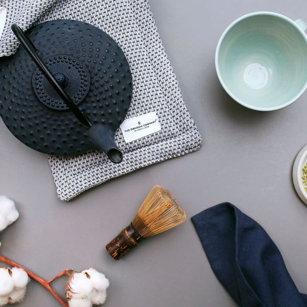 Double oven glove in dark grey pique, for your beautifully styled Scandinavian kitchen. Choose from dark grey, light grey or black. 100% organic cotton. By The Organic Company in Denmark, sold on Chalk & Moss.