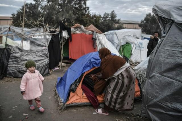 Des migrants dans le camp de Vial, sur l'île grecque de Chios, le 10 décembre 2019  (AFP - LOUISA GOULIAMAKI)