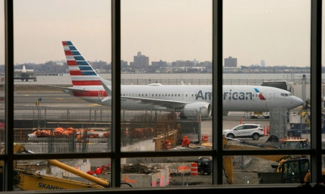 Un Boeing 737 Max de la compagnie American Airlines sur le tarmac de l'aéroport de LaGuardia, à New York (AFP/Archives - Don Emmert)