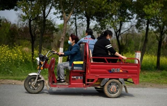 Dans une rue de  Huanggang, dans la province chinoise du Hubei, le 26 mars 2020 (AFP - Noel Celis)