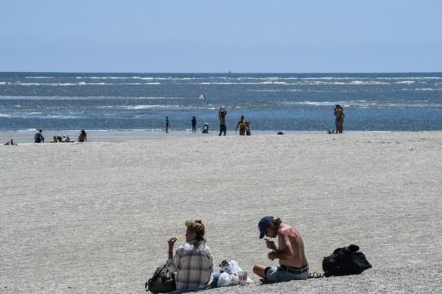 La taille de la plage de Tybee Island permet de garder ses distances (AFP - CHANDAN KHANNA)