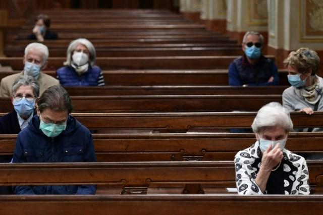 Des fidèles dans l'église de Codogno, le 20 mai 2020 (AFP - Miguel MEDINA)