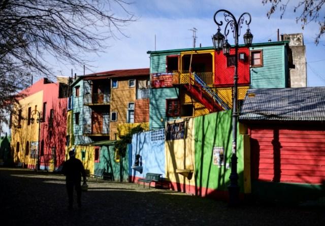 Le quartier touristique déserté de La Boca à Buenos Aires, le 9 juillet 2020 (AFP - Ronaldo SCHEMIDT)