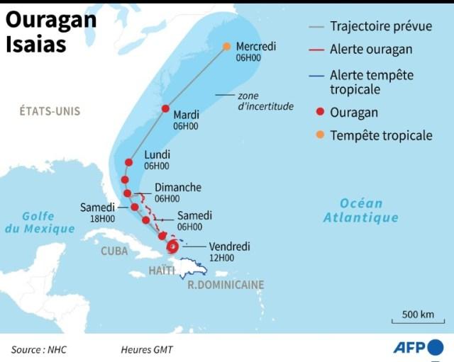 Localisation et trajectoire prévue de l'ouragan Isaias, une tempête tropicale devenue un ouragan de catégorie 1 en progressant vers les Bahamas et la Floride (AFP - Nicolas RAMALLO)