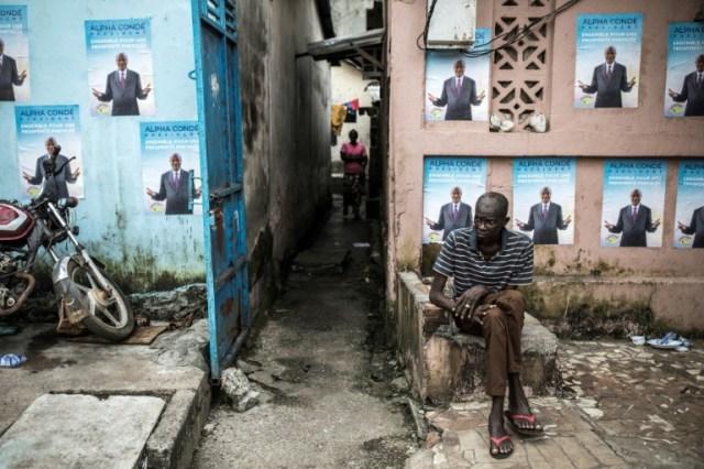 Campagne électorale dans une rue de Conakry, le 13 octobre 2020 (AFP - JOHN WESSELS)