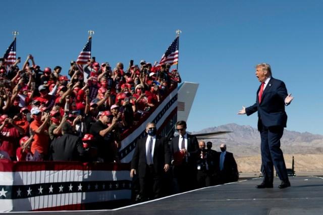 Le président américain Donald Trump en meeting de campagne à Bullhead City, en Arizona, le 28 octobre 2020 (AFP - Brendan Smialowski)