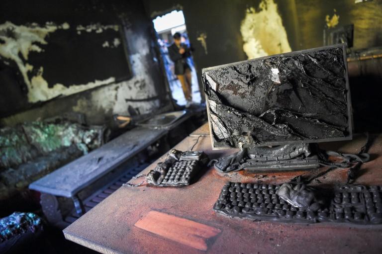 Une pièce incendiée de l'Université de Kaboul le 3 novembre 2020 au lendemain d'un attentat revendiqué par le groupe Etat islamique