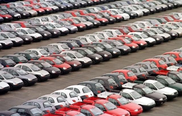 Parking d'une usine Ford le 12 novembre 1998 à Sao Bernardo do Campo, près de Sao Paulo (Brésil) (AFP/Archives - MARIE HIPPENMEYER)