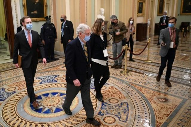 Le leader républicain au Sénat Mitch McConnell quitte le Capitol après l'acquittement de l'ancien président Donald Trump, le 13 février 2021 à Washington (AFP - MANDEL NGAN)