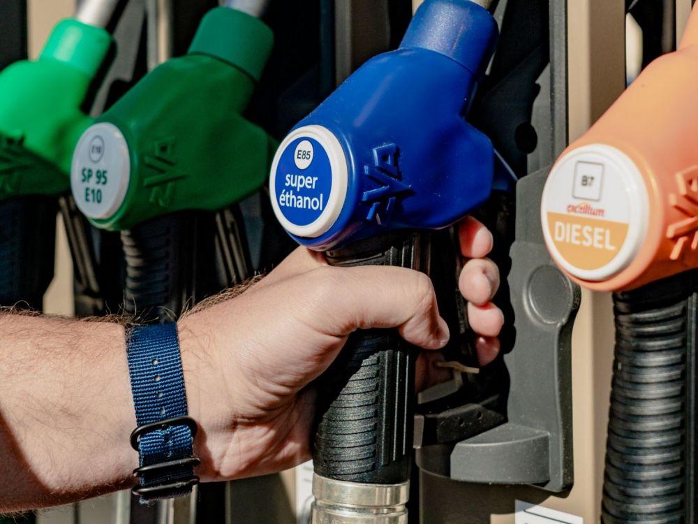 Sp95, gazole, e85, gpl, e10, sp98. Les Grosses Marges De L Etat Sur Le Prix Du Carburant Challenges