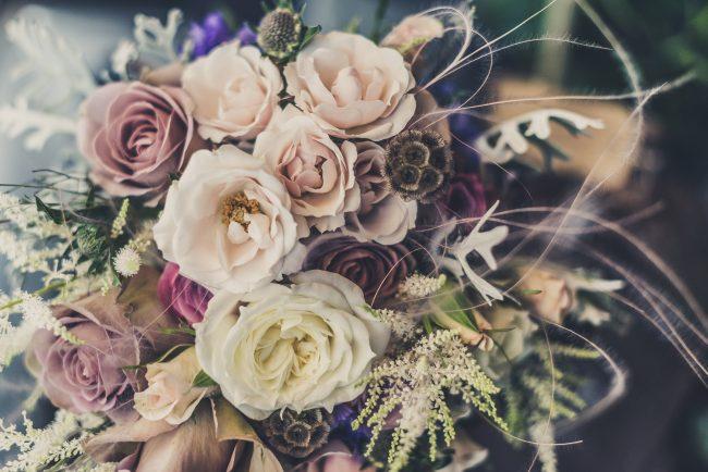 choosing the colour theme of your wedding