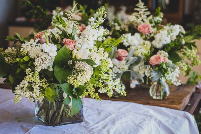 afford-your-dream-wedding-flowers