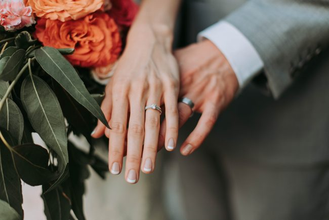 buy an engagement ring online