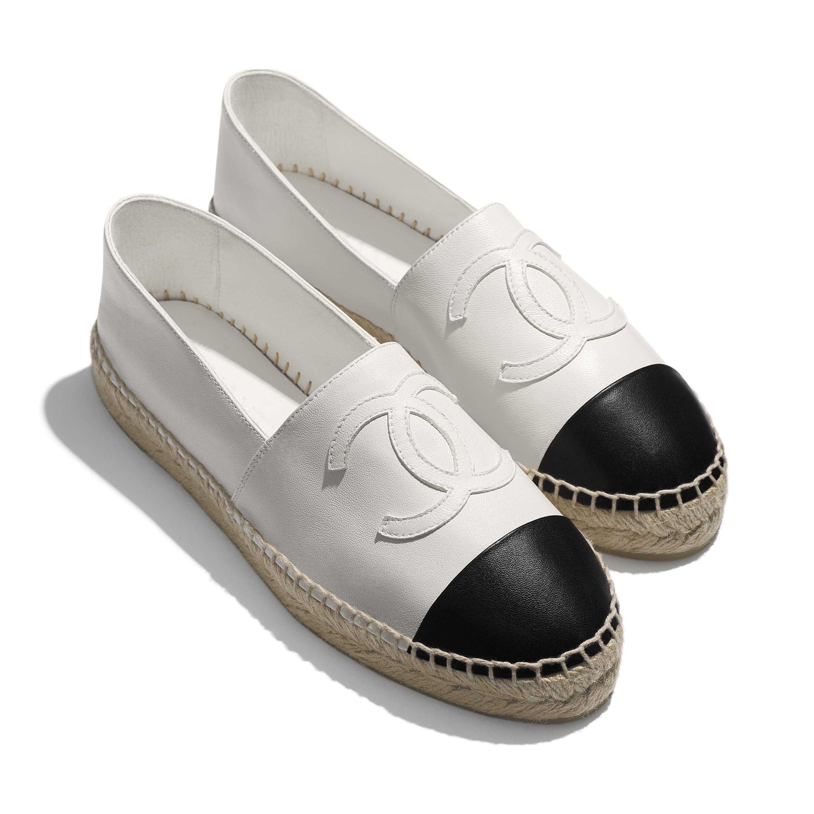 小羊皮 白及黑色 平底草織鞋   CHANEL