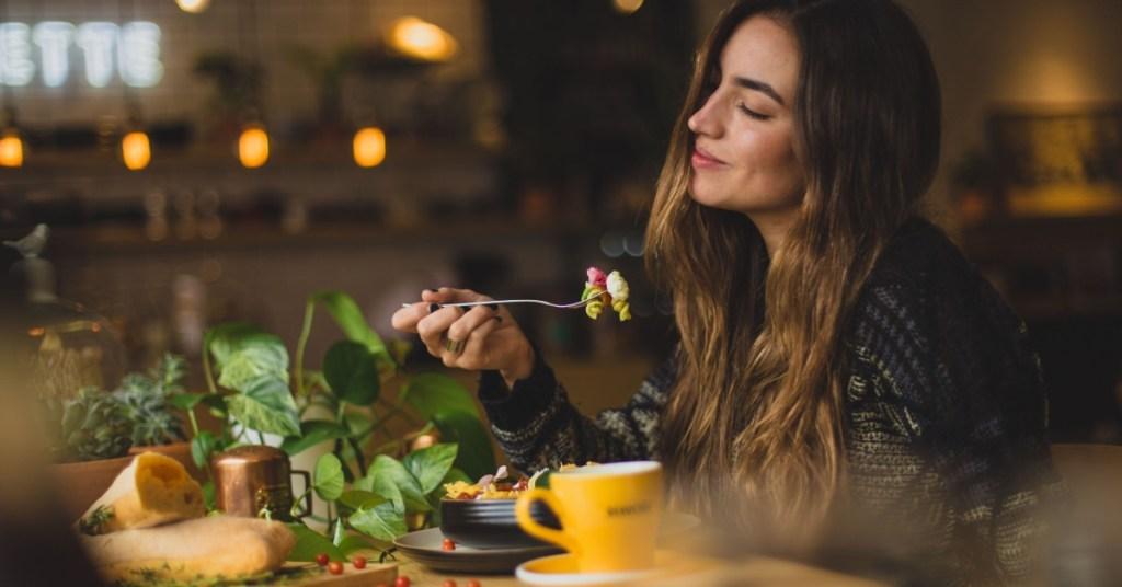 Πώς οι διατροφικές μας συνήθειες επηρεάζουν τη διάθεσή μας;