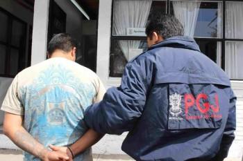 detenido esposado PGJE Michoacán