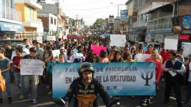 Photo of Unos 2 mil estudiantes marchan por la gratuidad en la Universidad Michoacana